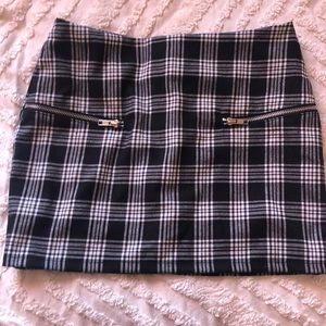 CHECKERED SKIRT WITH ZIPPERS